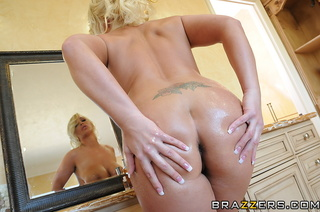 tatted-up big booty blonde