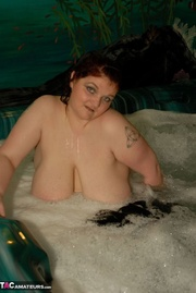 fat chick having bath