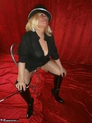 chubby blonde gilf playing
