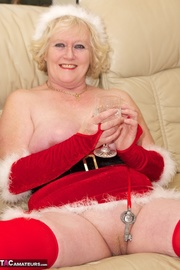 horny mature blonde poses