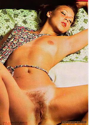 This seductive tramp in white closes her - XXX Dessert - Picture 9