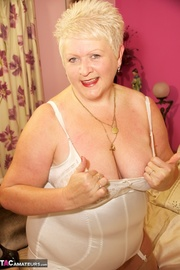 chubby blonde milf white