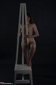 desnudas morena milf poses