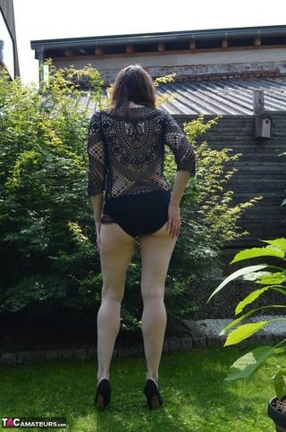 sexy brunette milf black