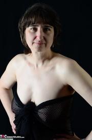 brunette milf hottie black