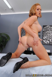 short-haired chubby blonde masseuse