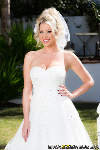 beautiful blonde bride vail