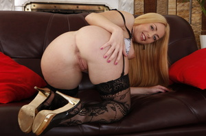 Straddled by a ginger, this blonde takes - XXX Dessert - Picture 4