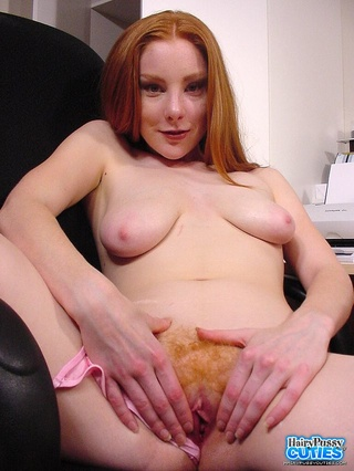 luscious redhead pose naked