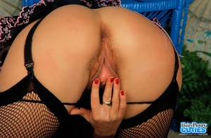 Gorgeous babe shows her big breasts whil - XXX Dessert - Picture 4