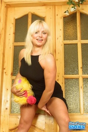 alluring blonde displays her