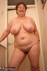 bbw granny pose topless