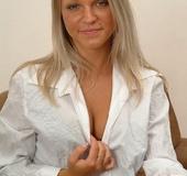 Black undies dressed blonde in high heels got nude and exposing her big