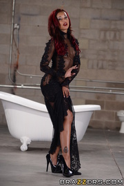 ebony bombshell sheds elegant