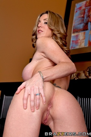 Sexy housewife gets horny and fucks the  - XXX Dessert - Picture 6
