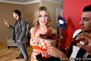 Sexy housewife gets horny and fucks the  - XXX Dessert - Picture 8