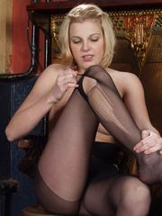 stunning blonde hottie shows