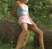 Cute babe pose her foxy body outdoor wearing her blue tube shirt, pink