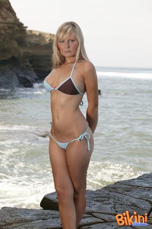 Blonde hottie wearing sexy bikini pose h - XXX Dessert - Picture 1