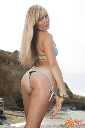Blonde hottie wearing sexy bikini pose h - XXX Dessert - Picture 3