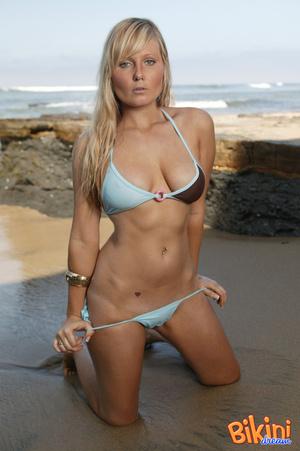 Blonde hottie wearing sexy bikini pose h - XXX Dessert - Picture 10