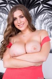 long-haired chubby hottie shows