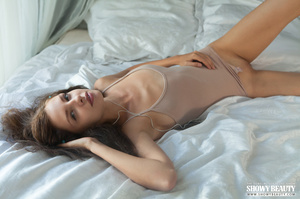 Stunning babe teases with her banging bo - XXX Dessert - Picture 5