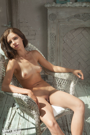 Alluring babe peels off her white blouse - XXX Dessert - Picture 12