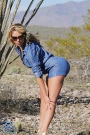 denim-clad blonde stripping the