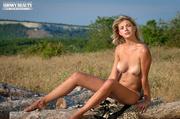 luscious babe pose naked