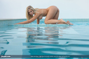 blonde bombshell pose naked