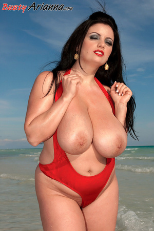 Red one-piece swimsuit brunette goes ski - XXX Dessert - Picture 9