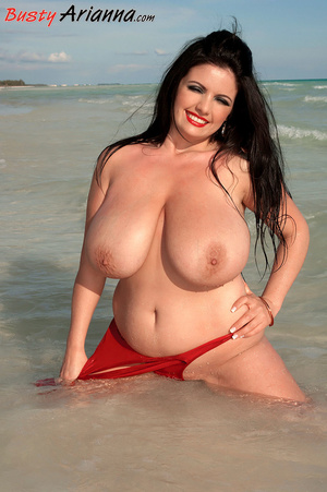 Red one-piece swimsuit brunette goes ski - XXX Dessert - Picture 15