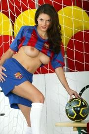 barcelona-loving busty babe masturbating