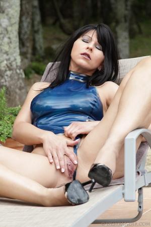 Blue Tiles Latex And Desyra Noir Thehun 1