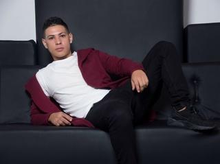latin young gay maximilianocub