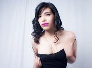 latino jovencita with negras