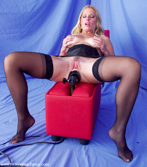 Hairy pussy blonde fucked by a machine o - XXX Dessert - Picture 1