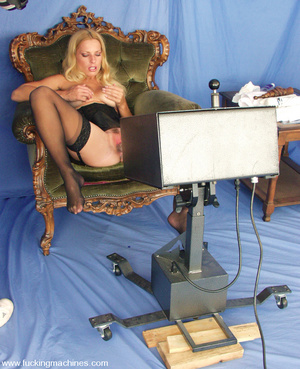 Hairy pussy blonde fucked by a machine o - XXX Dessert - Picture 3