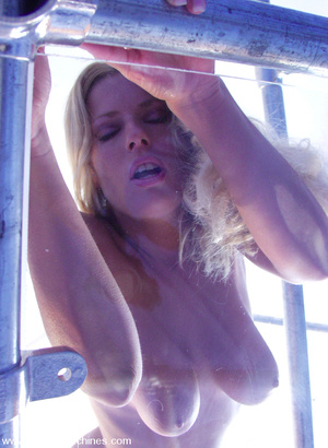 Hairy pussy blonde fucked by a machine o - XXX Dessert - Picture 5