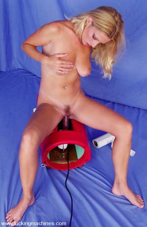 Hairy pussy blonde fucked by a machine o - XXX Dessert - Picture 15