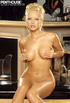 luscious hottie bares her