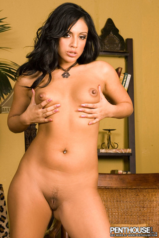 steaming hot chick gold