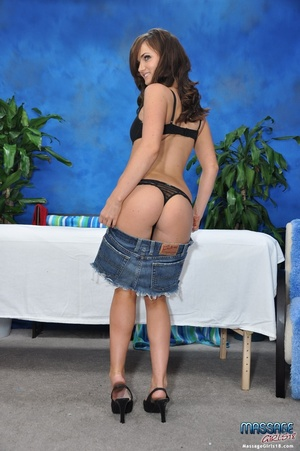 Brown haired hottie in sexy lingerie sho - XXX Dessert - Picture 3