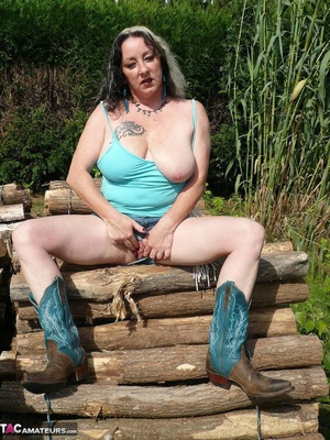 Chubby babe with big naturals took of jeans shorts and peeing outdoors - XXXonXXX - Pic 6