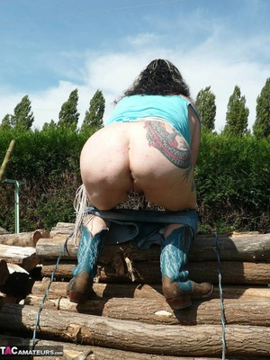 Chubby babe with big naturals took of jeans shorts and peeing outdoors - XXXonXXX - Pic 10