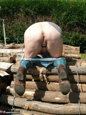 Chubby babe with big naturals took of jeans shorts and peeing outdoors - XXXonXXX - Pic 11