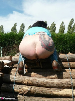 Chubby babe with big naturals took of jeans shorts and peeing outdoors - XXXonXXX - Pic 12