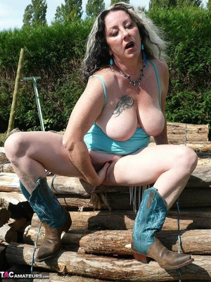 Chubby babe with big naturals took of jeans shorts and peeing outdoors - XXXonXXX - Pic 16