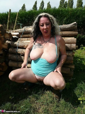Chubby babe with big naturals took of jeans shorts and peeing outdoors - XXXonXXX - Pic 20